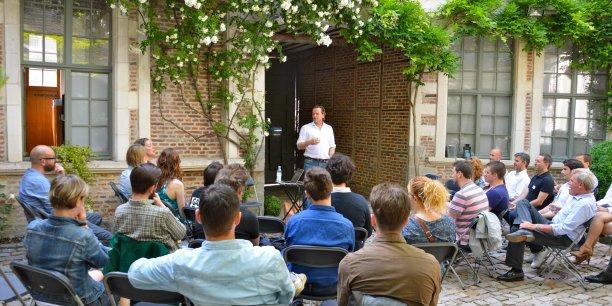 Martin Toulemonde et ses associés aiment les nouvelles technologies et la manière dont elles changent le monde. Dans leurs locaux lillois situés en plein cœur du Vieux Lille, ils ont même créé un espace de coworking pour accueillir les freelances et les porteurs d'idées amoureux comme eux des produits High-Tech.