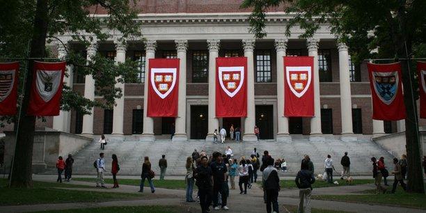 Un programme gouvernemental permet de prolonger le remboursement de son crédit étudiant jusqu'à 25 ans. Au-delà de cette période, le reste à payer est pris en charge par l'administration.