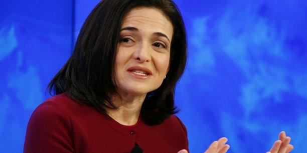 Sheryl Sandberg s'intéresse beaucoup à la place des femmes dans le monde du travail.