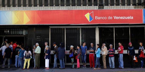 Pour acheter quelque chose qui valait 100 bolivars en 2008, il faut aujourd'hui 10.000 bolivars, estime le consultant en économie Henkel Garcia.