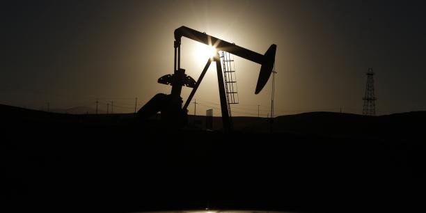 Après avoir inondé le marché d'or noir et provoqué une dégringolade spectaculaire des prix depuis 2014, les membres de l'Organisation des pays exportateurs de pétrole (Opep) sont parvenus le 30 novembre à s'entendre sur une baisse de leur production de 1,2 million de barils par jour.