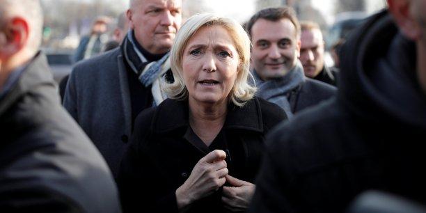 Marine Le Pen arriverait deuxième derrière François Fillon au premier tour de l'élection présidentielle, selon un sondage.