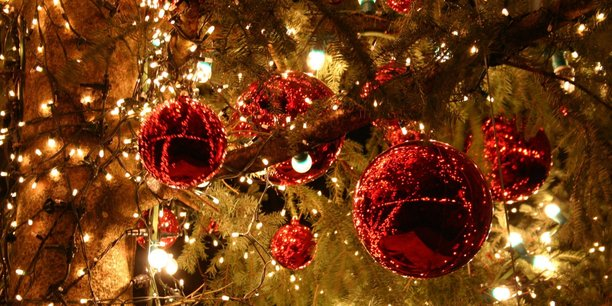 Mise en place par le gouvernement Jospin en 1998, la prime de Noël est destinée notamment aux bénéficiaires du Revenu de solidarité active (RSA) et de l'Allocation de solidarité spécifique (ASS, pour chômeurs de longue durée).