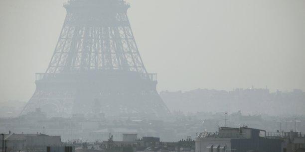 La circulation alternée pourrait également perdurer samedi si la pollution se poursuit dans la capitale.