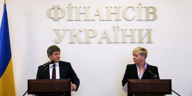 Olexandre Danyliouk (à gauche), ministre des Finances ukrainien, et Valeriia Gontareva, gouverneure de la banque centrale, ont expliqué les raisons de la nationalisation de PrivatBank lundi 19 décembre.