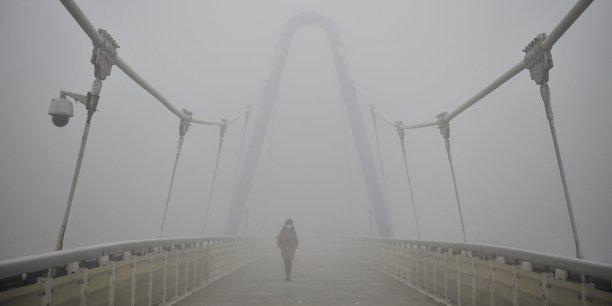 La pollution cause un épais brouillard, comme ici à Tianjin, au sud de Pékin.