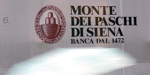 Les banques italiennes inquiètent en raison de leur éclatement (quelque 700 établissements), de l'importance des créances douteuses (360 milliards d'euros, soit près d'un tiers du total de la zone euro) et de leur déficit de capitalisation.