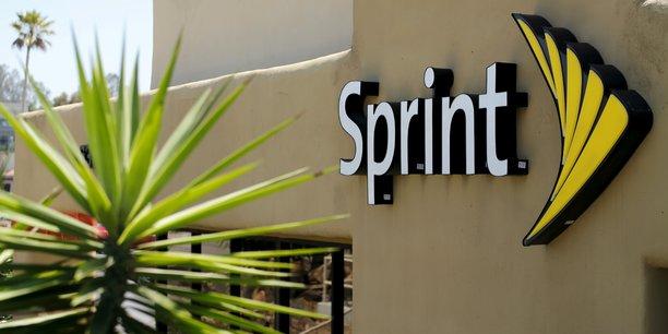 Après avoir supprimé 2.500 emplois dans le pays en janvier, Sprint a confirmé, dans un communiqué séparé, s'être engagé à créer ou rapatrier aux Etats-Unis, d'ici la fin mars 2018, un total de 5.000 emplois.