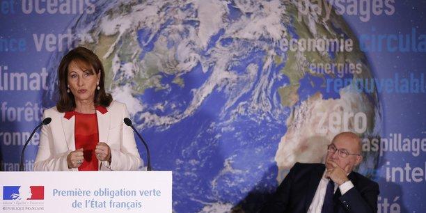 La ministre de l'Environnement, Ségolène Royal, et le ministre de l'Economie, Michel Sapin, lors de la présentation à la presse du projet d'obligation verte souveraine.