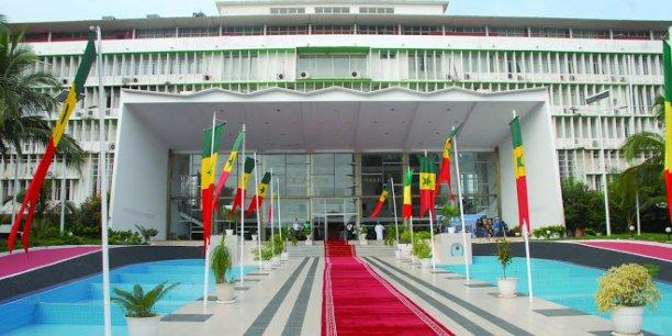 L'entrée principale du siège de l'Assemblée nationale dans la capitale du Sénégal, Dakar.