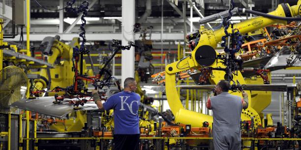 Sur le lieu de travail, travailleurs et robots seront amenés à davantage se côtoyer.