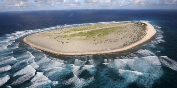 L'île de Tromelin est située à 535 kilomètres au nord de l'île de La Réunion.