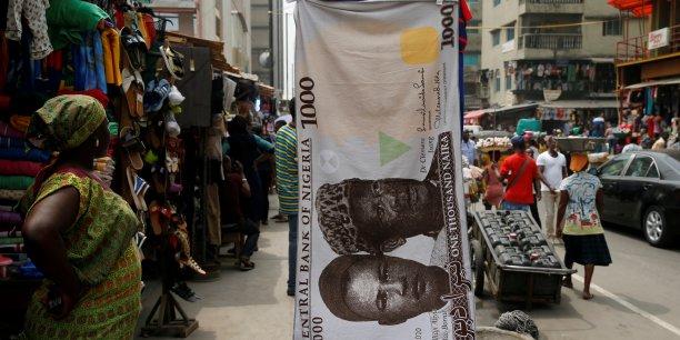 La décision de dévaluer le Naira a été entamée en juin 2016, entraînant sa chute au marché noir.
