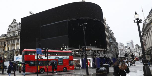 Pendant quelques mois, les écrans de la fameuse place ne diffuseront plus de publicités.