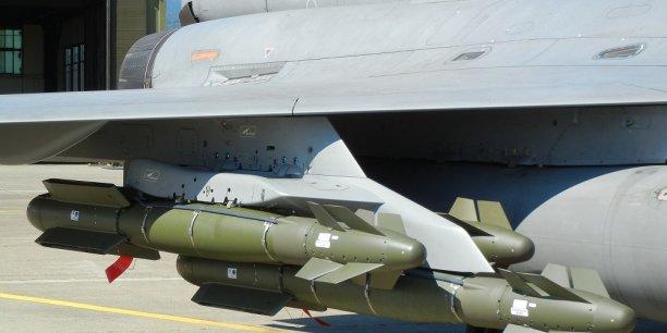 La direction générale de l'armement a notifié un contrat à Safran Electronics & Defence portant sur le développement et la production d'une nouvelle version de la bombe AASM (Armement air-sol modulaire), appelée AASM Evolution.
