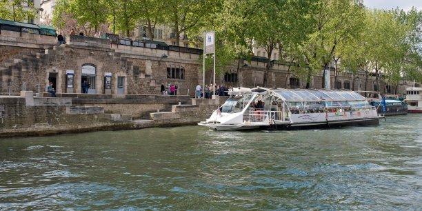 La présidente de la région Île-de-France, Valérie Pécresse, promeut ainsi un smart Navigo, donnant accès aussi bien aux métros, bus et tramway qu'aux Batobus, Vélib' ou Autolib'.