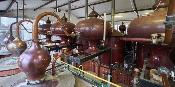 La distillerie de DVB à Marcillac est équipée d'alambics charentais.