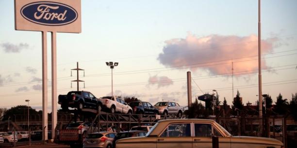 L'inquiétude sur l'avenir de l'usine girondine de Ford a dépassé les syndicats pour gagner le banc des élus.
