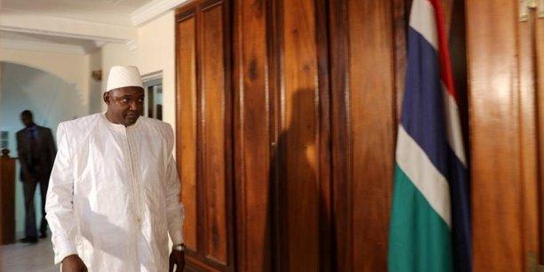Adama Barrow, le nouveau président de la Gambie, dans les couloirs de l'ambassade de Gambie à Dakar où il â prêté serment, le 19 janvier 2017