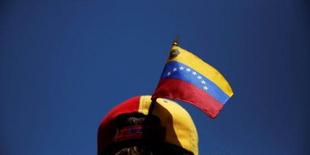 Le pouvoir vénézuélien dit avoir maîtrisé une rébellion dans l'armée