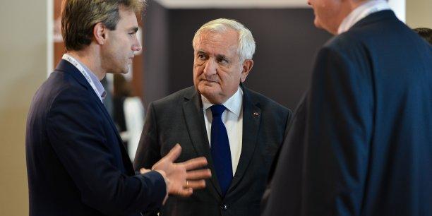 L'ancien premier ministre, également président de la Fondation Prospective et Innovation, ici en discussion avec Laurent Baudino, directeur associé chez Isatis Capital, a exhorté les investisseurs à soutenir les entreprises françaises.