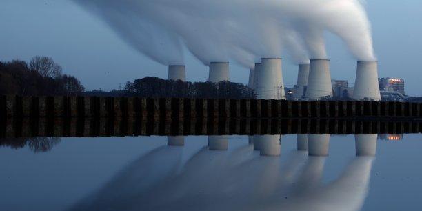 Les émissions de gaz à effet de serre allemandes sont due au poids du charbon plus qu'à la sortie du nucléaire. (Photo: la centrale électrique géante allemande de Cottbus alimentée au charbon)