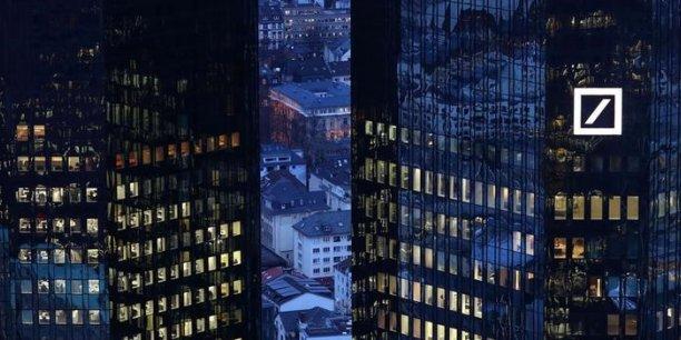 Le patron de Deutsche Bank, John Cryan, avait assuré que la banque conserverait une participation de contrôle et super-majoritaire dans sa filiale de gestion d'actifs après la mise en Bourse.
