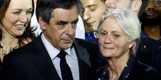 François Fillon et son épouse à un meeting des Républicains à Paris en janvier dernier.