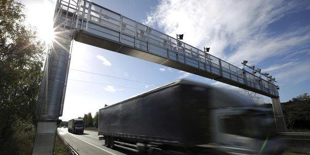 Les portiques devaient permettre de calculer l'écotaxe sur les grands axes routiers.