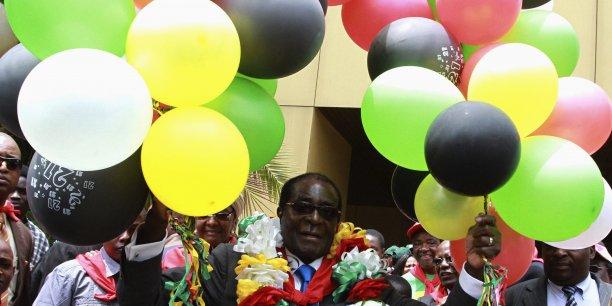 Le président du Zimbabwe, Robert Mugabe, lors de la célébration de ses 87 ans en février 2011.
