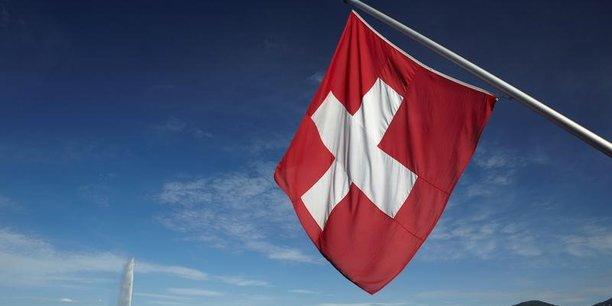 Afin de se conformer à ces nouvelles règles internationales, la Suisse a jusqu'en 2019 pour supprimer le statut fiscal particulier. Dans le cas contraire, elle risque notamment de figurer sur la liste noire des paradis fiscaux de l'Union européenne.