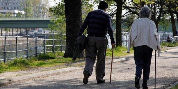 L'étude note que les personnes âgées, bien plus souvent propriétaires de leur résidence principale, sont immunisées contre les hausses des prix d'achat et des loyers, et sont les gagnantes de l'envolée du prix des logements depuis 2000.