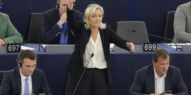 Florian Philippot, Marine Le Pen et Louis Alliot au moment d'une session au Parlement européen en 2015.