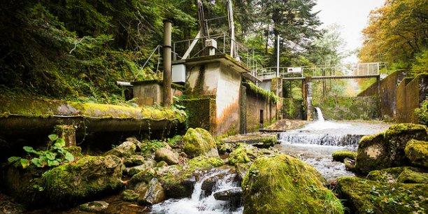 La centrale hydraulique de La Farge située en Ariège, est une des deux centrales qui fournit actuellement les particuliers en électricité renouvelable.