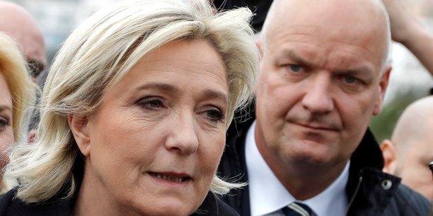 Marine Le Pen en compagnie de son garde du corps Thierry Legier, le 13 février.