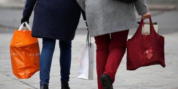 Selon l'Insee, les ménages français estiment que leur situation s'est dégradée dans un passé récent et sont plus pessimistes qu'en janvier pour l'avenir.
