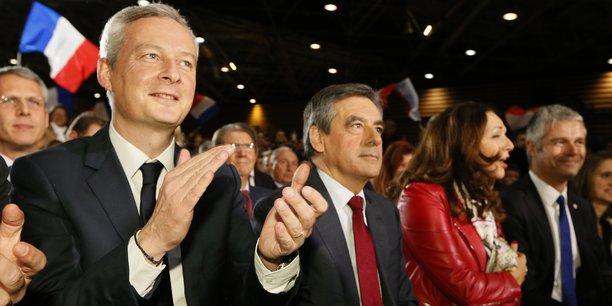 Bruno Le Maire (à g.) avec François Fillon (au c.), à Lyon le 22 novembre 2016 lors d'un meeting de Les Républicains pendant l'entre-deux tours de la primaire de la droite et du centre.