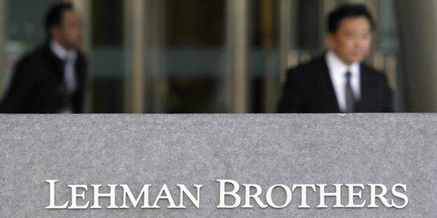 Faut-il séparer les banques de dépôts et d'affaires ? Une urgence, selon le sénateur Pierre-Yves Collombat. Une fausse bonne idée selon Christian Noyer, qui prend l'exemple de Lehman Brothers, pure banque d'affaires, dont la faillite a symbolisé la crise de 2008.