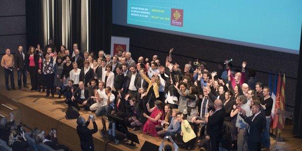 Les 16 lauréats et partenaires de Coup de Pousse 2016 réunis sur scène