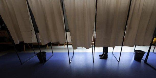 L'abstention record au premier tour des législatives relativisent les résultats.En réalité, la majorité présidentielle n'a rassemblé que 15,39% des suffrages même si le mode de scrutin devrait lui assurer une majorité écrasante en sièges. Mais la forte abstention devrait pousser à la prudence.