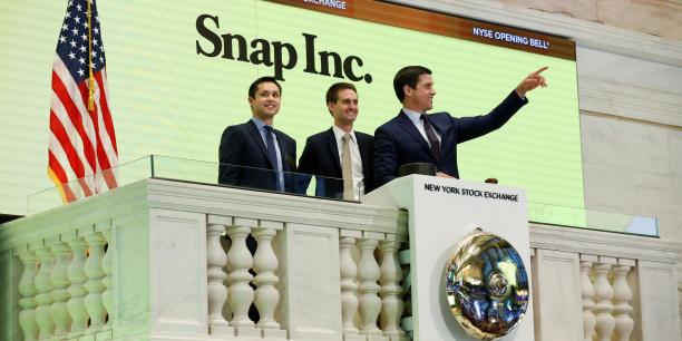 Même si l'action poursuit sa baisse à deux chiffres entamée en début de semaine, Evan Spiegel (au centre) a encore du temps avant de ne plus être milliardaire.