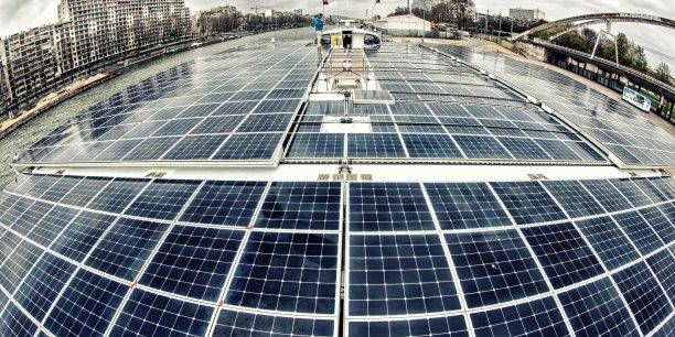 Les quelque 500 mètres carrés de panneaux solaires qui recouvrent le bateau restent les mêmes, dans le respect de l'intention initiale d'utiliser des produits couramment commercialisés, précise l'ancien capitaine du navire Gérard d'Aboville.