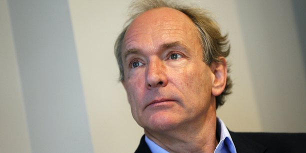 Tim Berners-Lee est le principal inventeur du World Wide Web au tournant des années 1990.