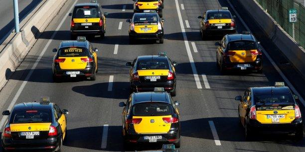 A Barcelone, deuxième ville du pays, les taxis étaient aussi appelés à faire grève de 8h à 20h (7h et 19h GMT), et 2.800 personnes ont défilé dans la matinée jusqu'au parlement régional de Catalogne, selon la mairie.