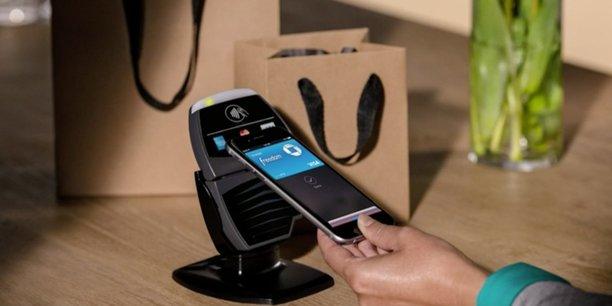 On peut désormais (presque) tout faire tout seul avec son smartphone, comme si l'on avait toute sa banque dans sa poche.