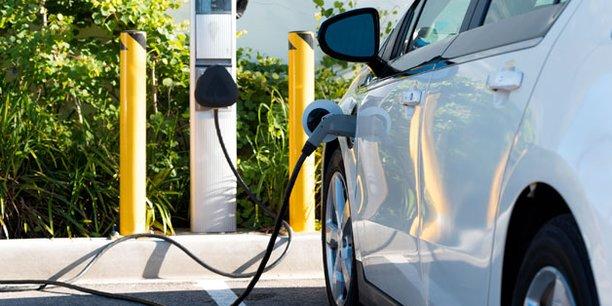Très favorisées par l'Etat, avec un superbonus pouvant atteindre 10.000 euros pour la mise au rebut d'un vieux diesel, les voitures électriques bénéficient aussi d'un intérêt plus fort des consommateurs.