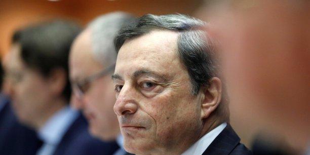 C'est le devoir de toute institution européenne de renforcer leur légitimité en augmentant leur responsabilité démocratique et en montrant qu'elles remplissent les objectifs qui leur ont été fixés, a réagi le président de la BCE Mario Draghi.