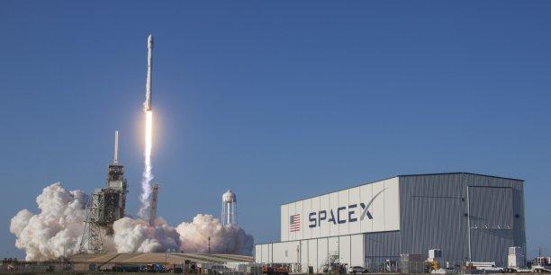 On peut faire voler et revoler le premier étage d'un lanceur, qui est la partie la plus chère, et cela finira par aboutir à une énorme révolution du vol spatial, a assuré le fondateur et patron de SpaceX Elon Musk,