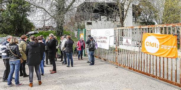 Le 22 mai à l'appel de la CFDT les salariés se sont retrouvés devant le bâtiment calciné de l'entreprise.