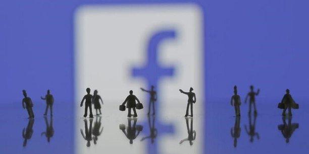 Selon une étude de Pew Research publiée en juillet 2015, 63% des utilisateurs américains utilisent le réseau social Facebook pour s'informer.